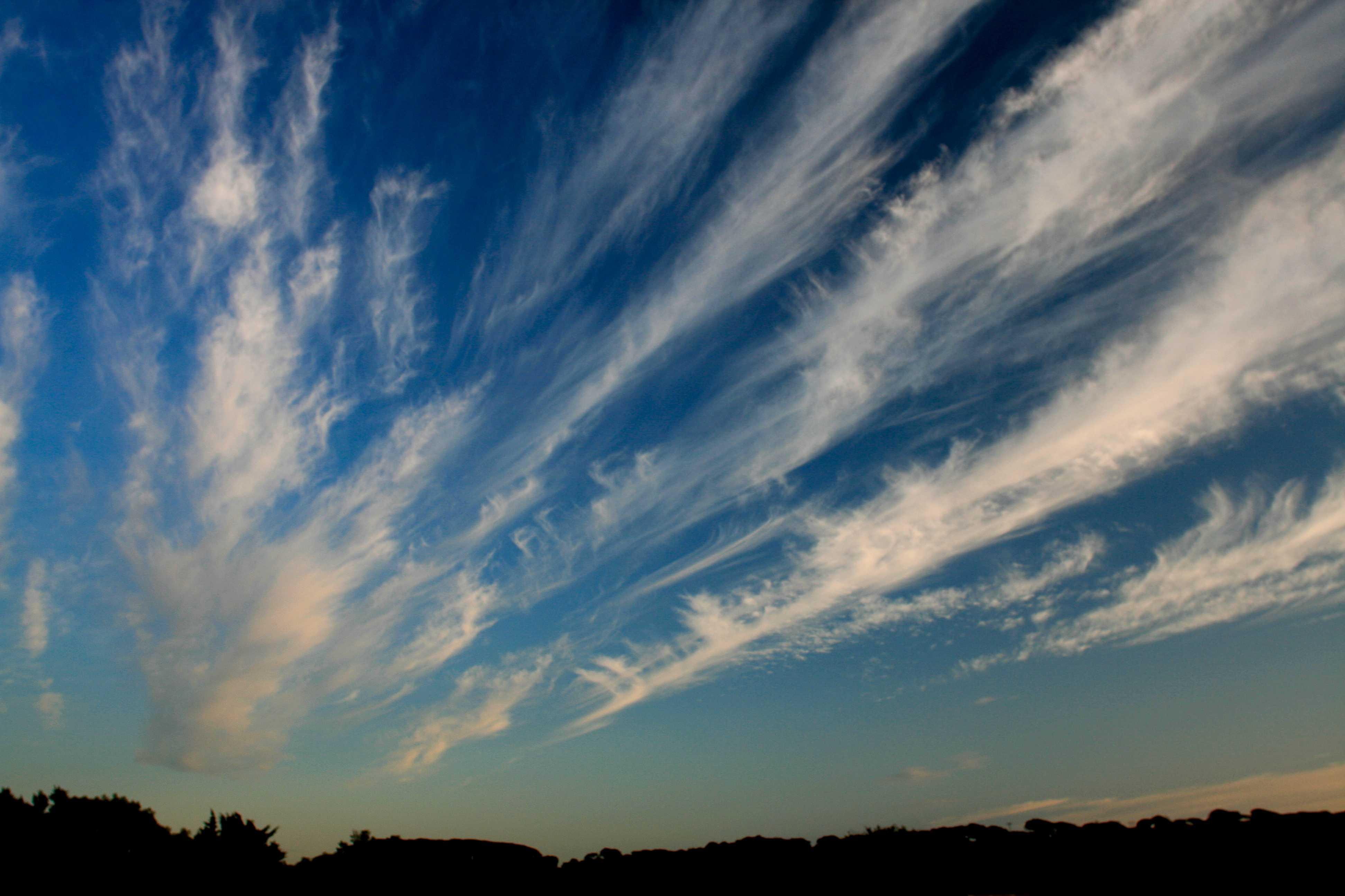 разновидность облаков фото как красный платок