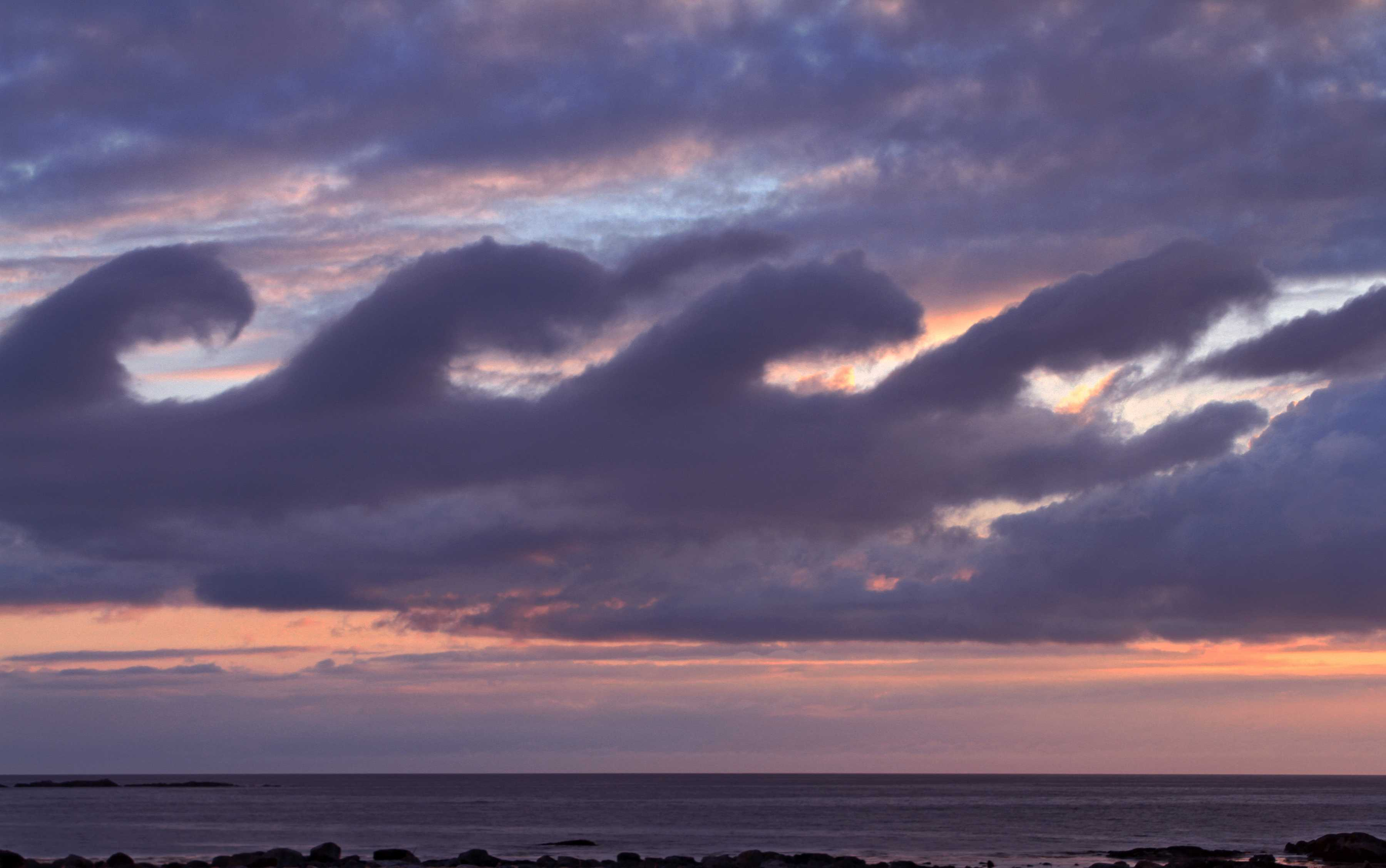 [Imagen: 5166_main_stratocumulus-fluctus_clouds-s...atures.jpg]
